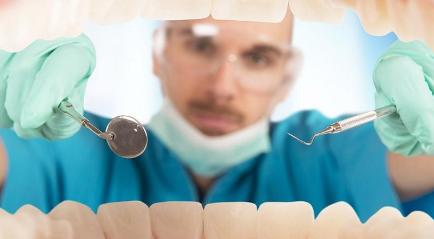 gigi berantakan bisa diatasi di klinik gigi berkualitas dengan harga yang murah dan dilakukan dengan aman