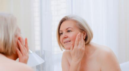 Mengencangkan Kulit Wajah yang Kendur karena Penuaan